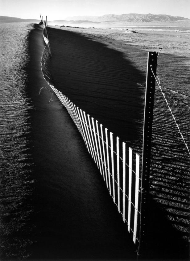 ansel-adams-sand-fence-keeler-california-1948
