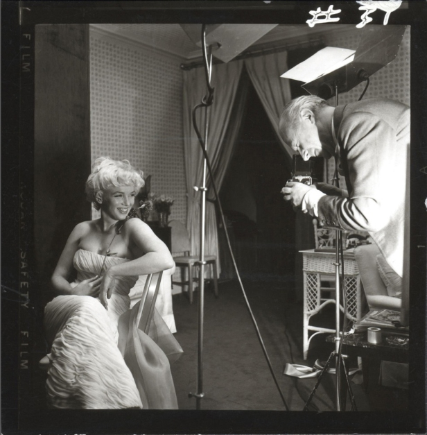 Cecil Beaton photographing Marilyn Monroe by Ed Pfizenmaier, Amb