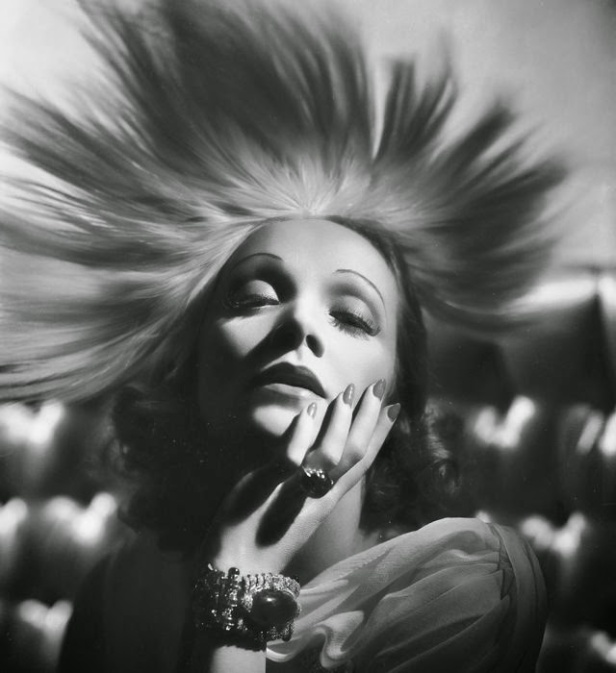 george-hurrells-hollywood-glamour-portraits-1-l-k_kk0i