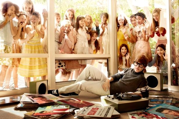 jb_05-girls-in-window_0319-comp