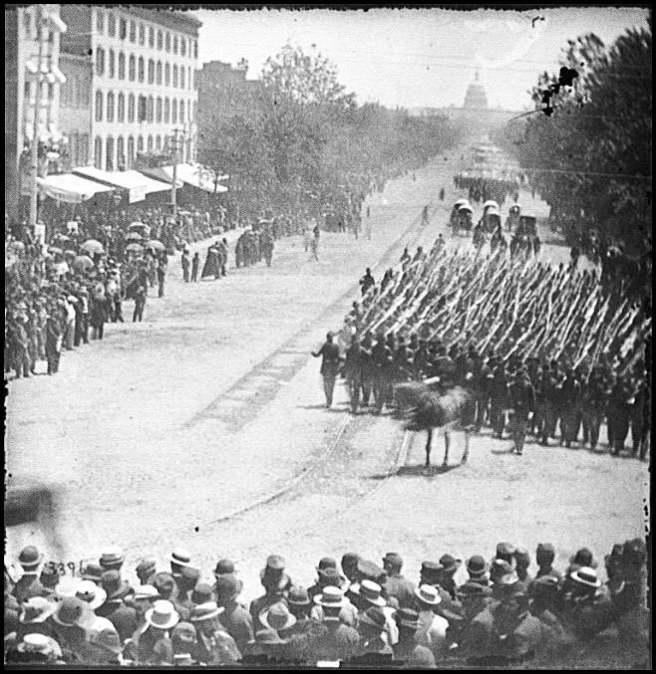 victory-parade-on-pennsylvania-ave-by-mathew-brady-1865