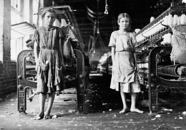 lewis-hine-spinners-in-a-cotton-mill-1911