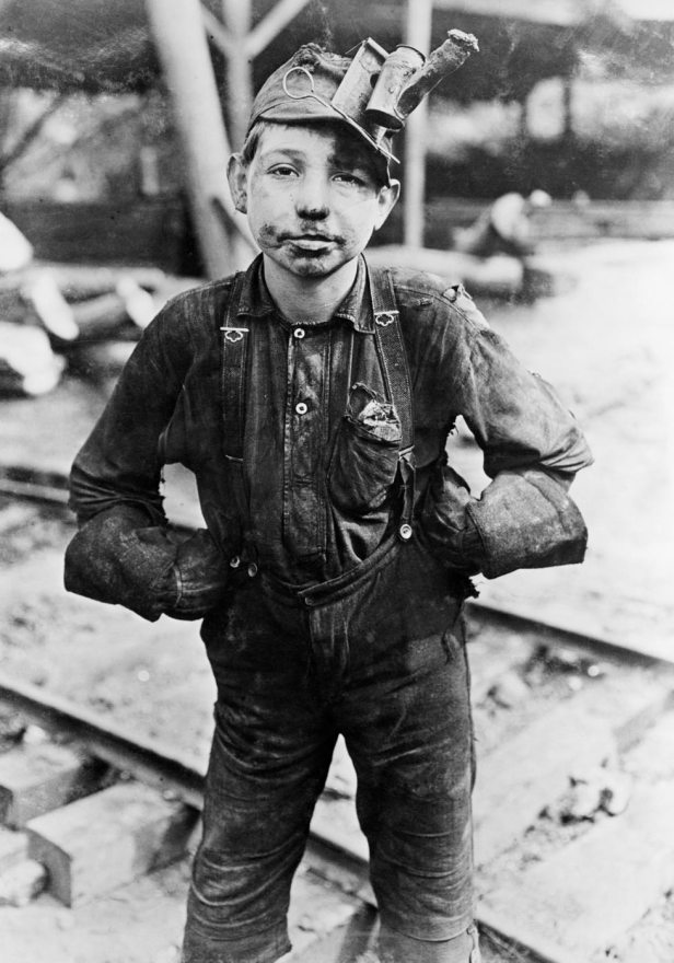 lewis-hine-tipple-boy-1908