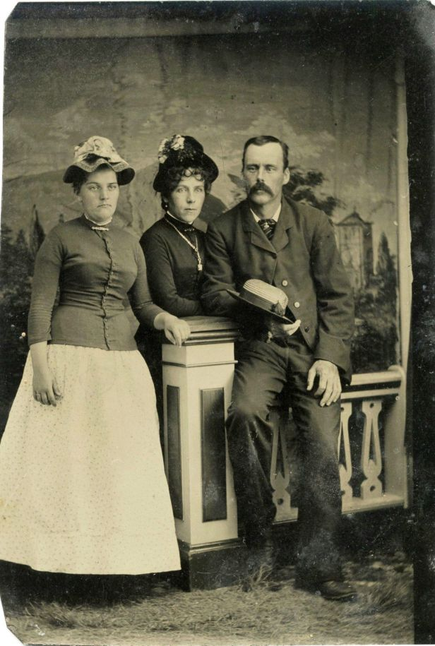 Antique-Tintype-Photo-Portrait-Of-A-Man