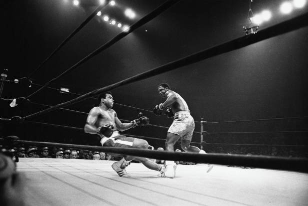 Ali Decked by Frazier in the 15th