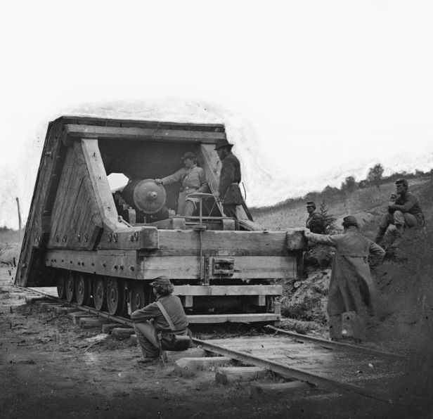 800px-US_Civil_War_railway_gun_and_crew