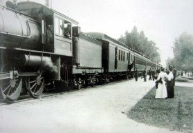 vandalia_park_train_pulling_in_1920s