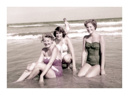 women in swimsuits during 1950s (29)