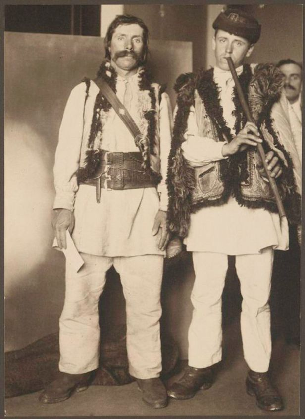 Augustus_Francis_Sherman_-_Pipers-787x1080