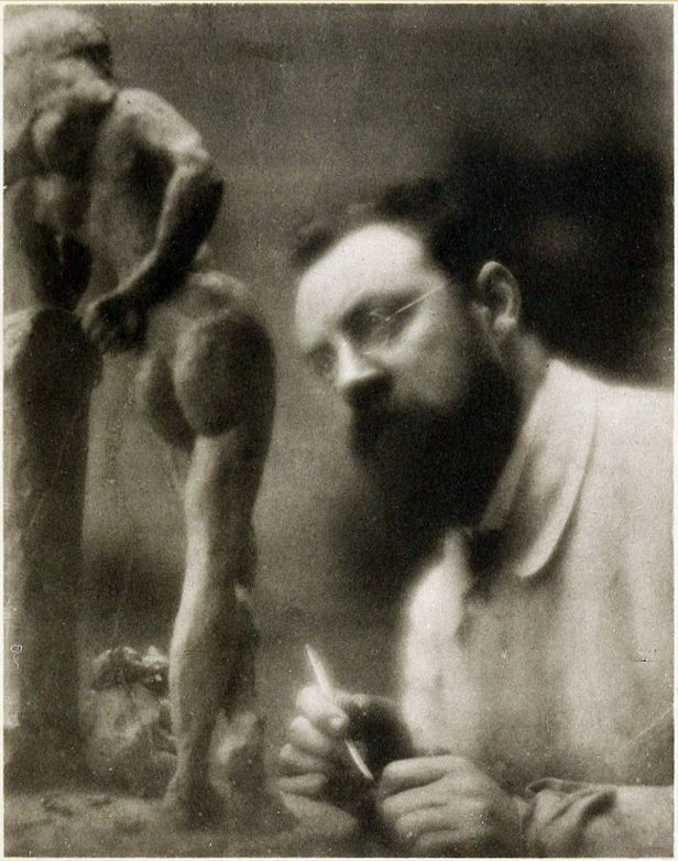 1200px-Henri_Matisse_and_La_Serpentine,_fall_1909,_Issy-les-Moulineaux,_photograph_by_Edward_Steichen.