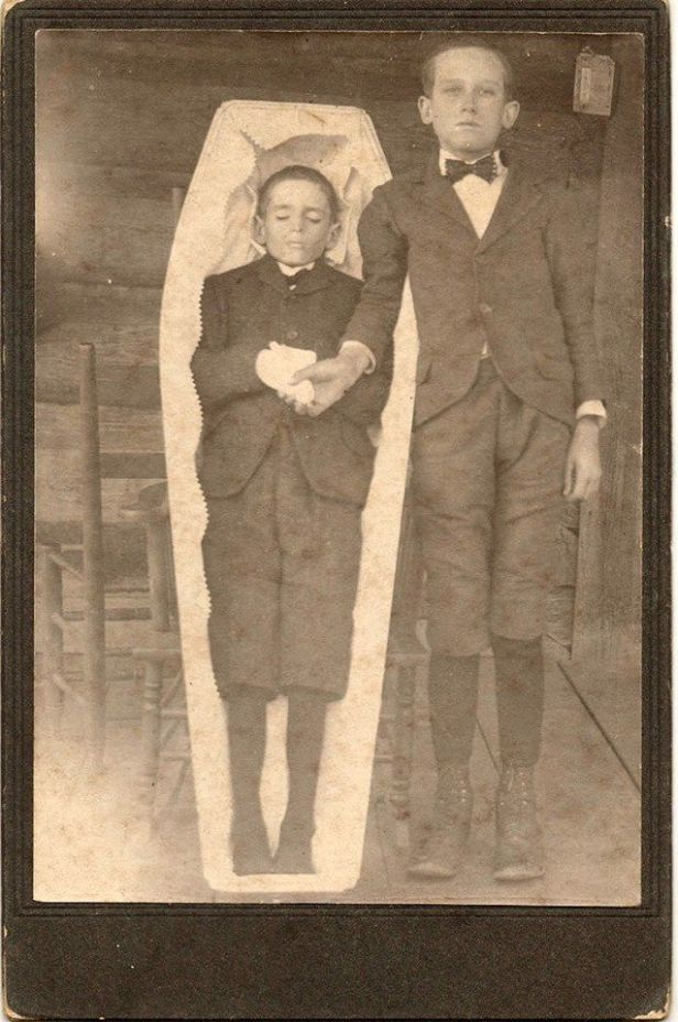 1531aa2e787f02cc760918b194821380--post-mortem-photography-creepy-stories