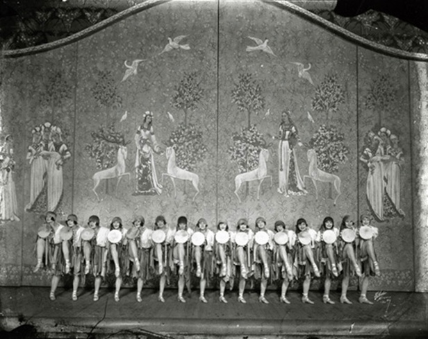 ziegfeld-girls-on-stage
