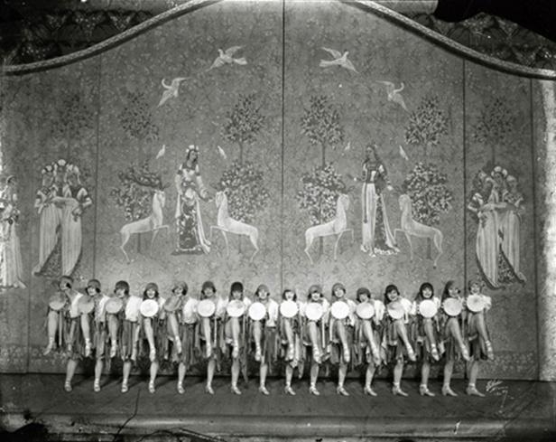 ziegfeld-girls-on-stage