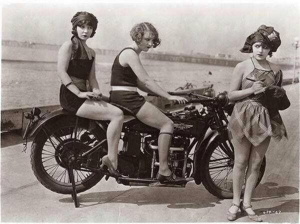 history-1920s-motorcycle-dock-ladies