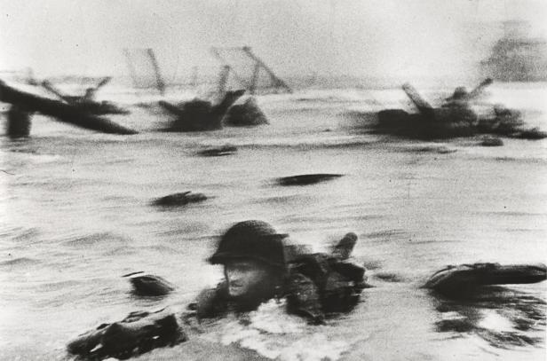 robert-capa-war-photographer-d-day-landings-omaha-beach-normandy