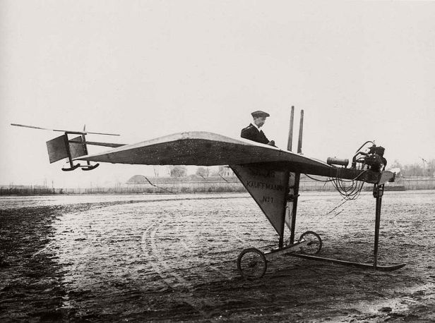 vintage-early-xx-century-flying-machines-25