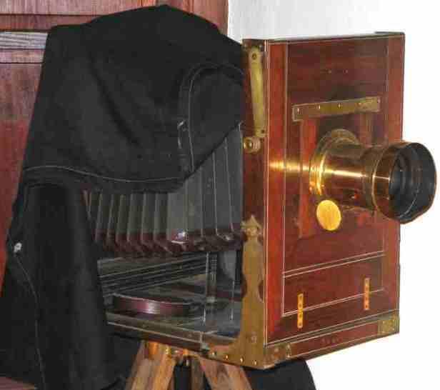Camera_studio_glass_plate_19_century_Studijski_foto_aparat